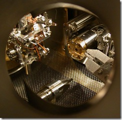 Vacuum chamber of scanning tunneling electron microscope