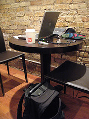 abandoned laptop in coffee shop