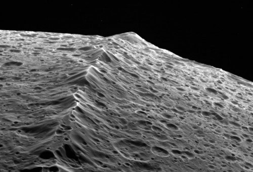 The mountains of Iapetus, moon of Saturn - Cassini probe